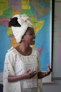 Beatrice Mkenda, a UW-Madison Tanzanian graduate student and member of the African Studies Outreach Scholars Program, leads a presentation about her home country to a group of middle school students at a summer program of the Lussier Community Education Center in Madison, Wisconsin on July 25, 2012. (Photo by Catherine Reiland/UW-Madison).